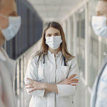 Jak korzystać z porad online ginekologa, okulisty, dermatologa